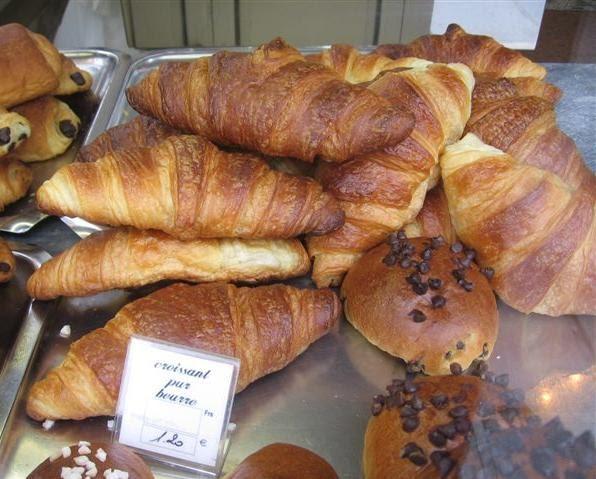 Cafe Com Croissant Em Paris