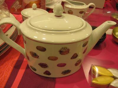 Fauchon macaron teapot