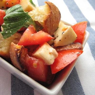 tomato mozzarella basil italian bread salad