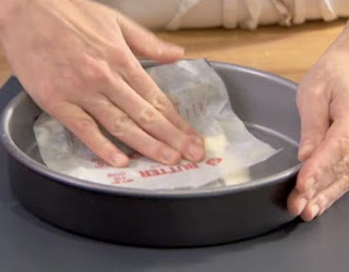 proper way of greasing and lining round baking pans