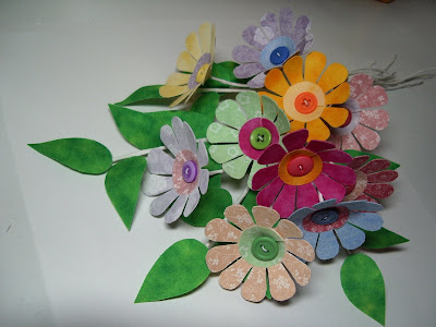 making daisies bouquet