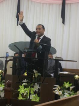 """""""A Glória de Deus Tomou conta Da Igreja"""""""