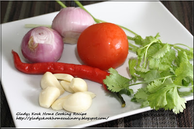 Fresh ingredients : big onions, red chilli pepper, garlic, tomato, coriander leaves