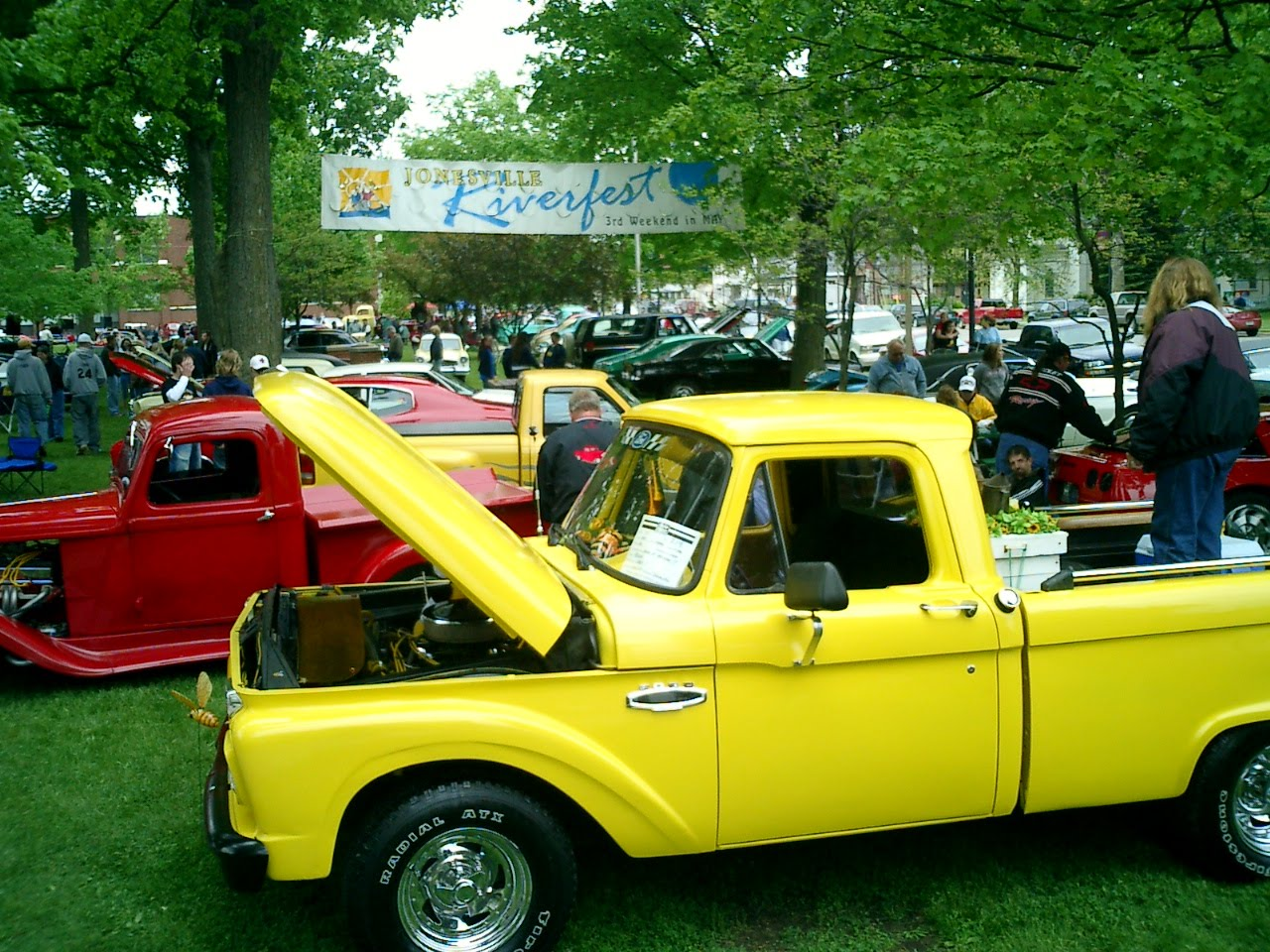 jonesville-michigan-riverfest-car-show