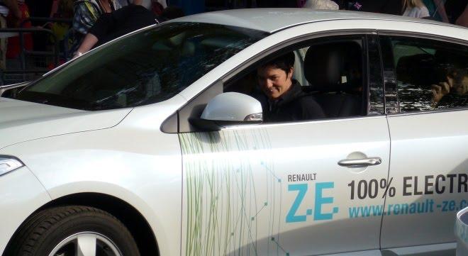 Ellen MacArthur in a Renault Fluence ZE