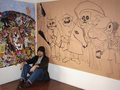 Rep frente a uno de sus murales