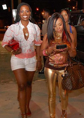 fantasia barrino dating young dro Barrino's career suffered during relationship fantasia barrino ended her relationship with rapper young dro after realising she'd completely neglected her career while enjoying their romancethe american idol winner began dating the hip-hop star in 2007, but the couple parted ways.
