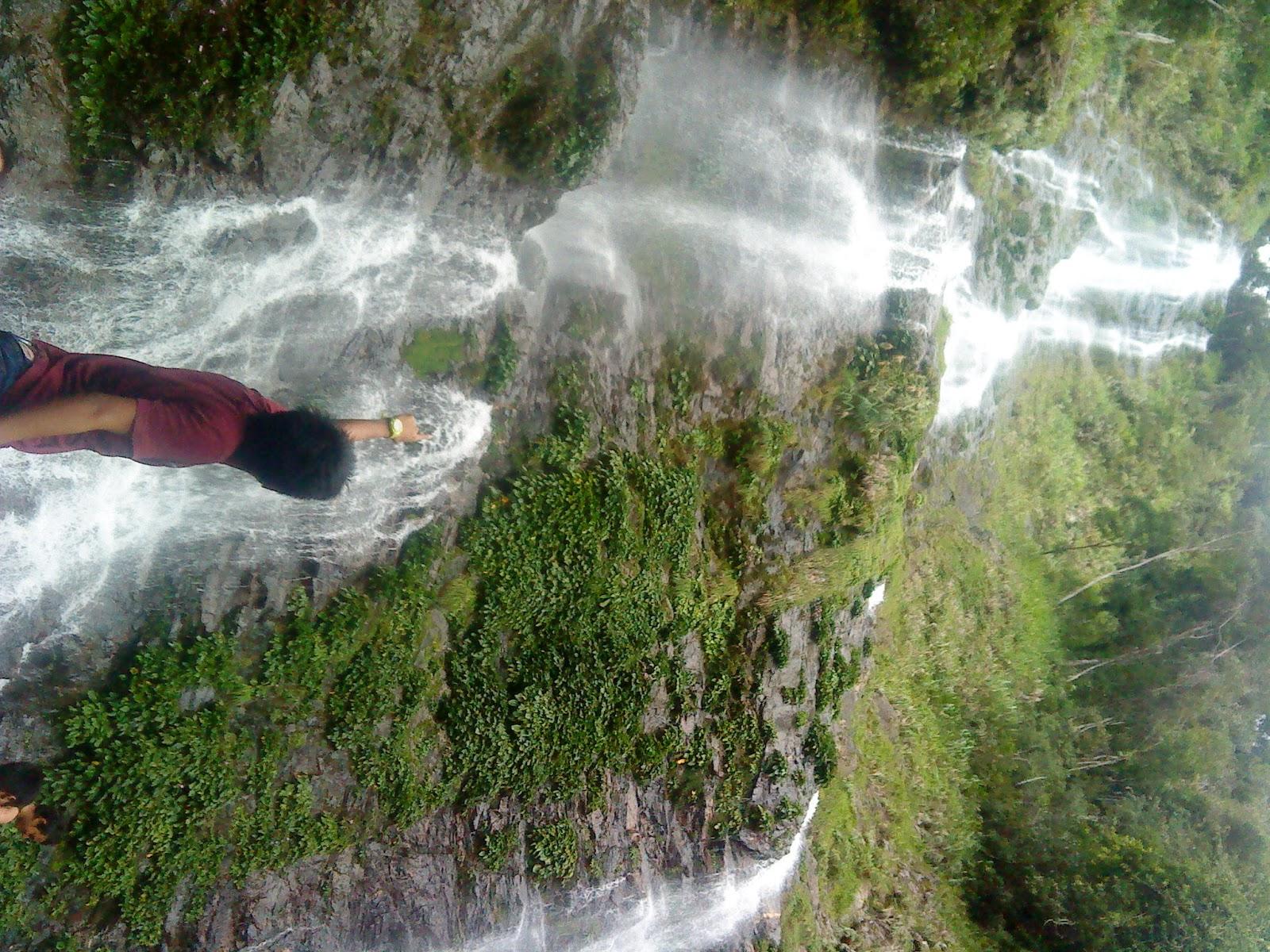 ciptaan Tuhan Saya sungguh terpegun dengan keindahan serta ketinggian air terjun ne Berbaloi dengan berjalan kaki mendaki bukit selama 1 jam lebih