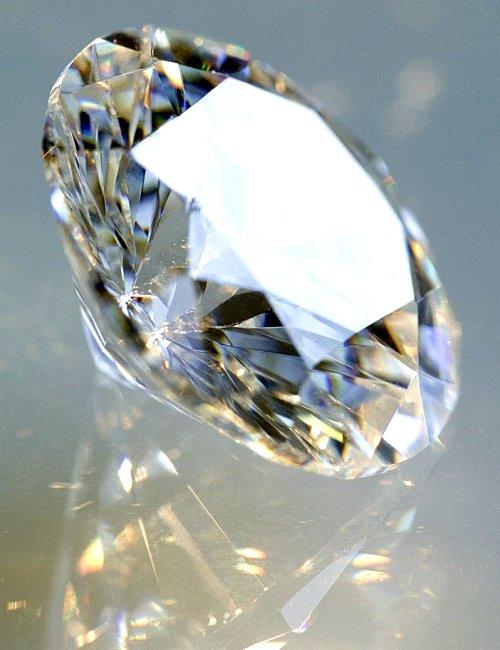 http://4.bp.blogspot.com/_HuUpEy_wNq0/SULP-hsZ-EI/AAAAAAAAABo/4eH9hF8BkZ0/s1600-R/pastor-geneve-coloured-diamonds-12.jpg