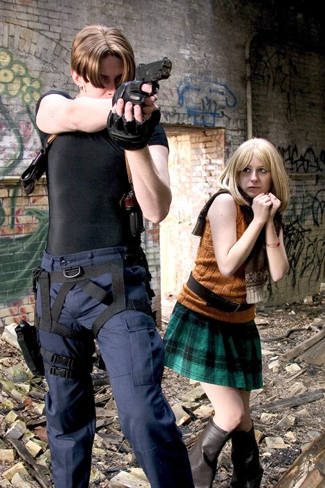 Cosplay de Jeux Capcom Leon_and_Ashley_from_RE4_by_pixiekitty