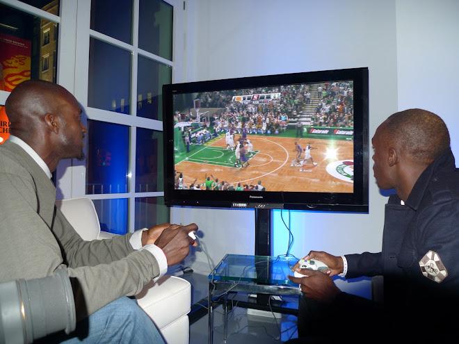 KEVIN GARNETT PLAYING NBA 2K9 GAME, 2008