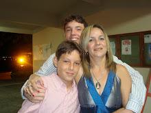 Diretora Neide e seus filhos Carlos e Claudio