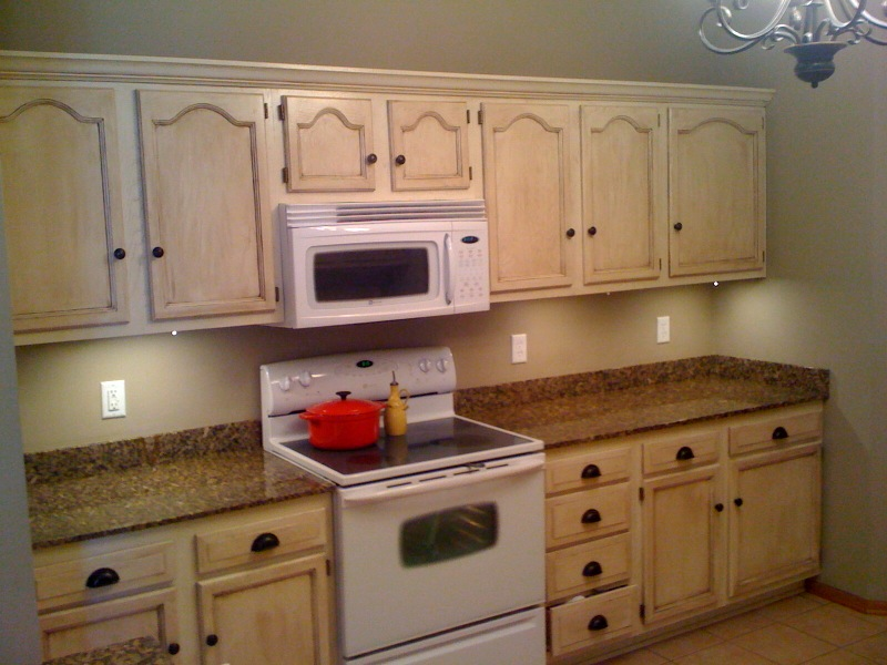 Granite counter tops with stainless under mount sink and under cabinet