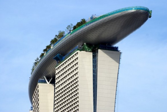 Volo libero kirk maynard skypark il parco giochi sul - Albergo a singapore con piscina sul tetto ...