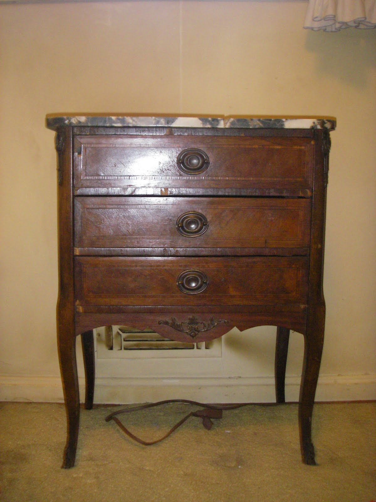 Yard sale furniture estate sale small chest nightstand for Furniture yard sale