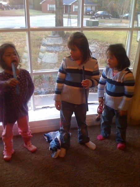[girls+singing2.jpg]
