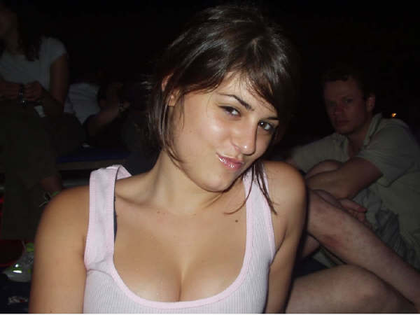 http://4.bp.blogspot.com/_I15Aim-FLts/TAShUNdtcfI/AAAAAAAAAUU/8OJfXggqop8/s1600/Indian+Girls+showing+her+Cleavage-002.jpg