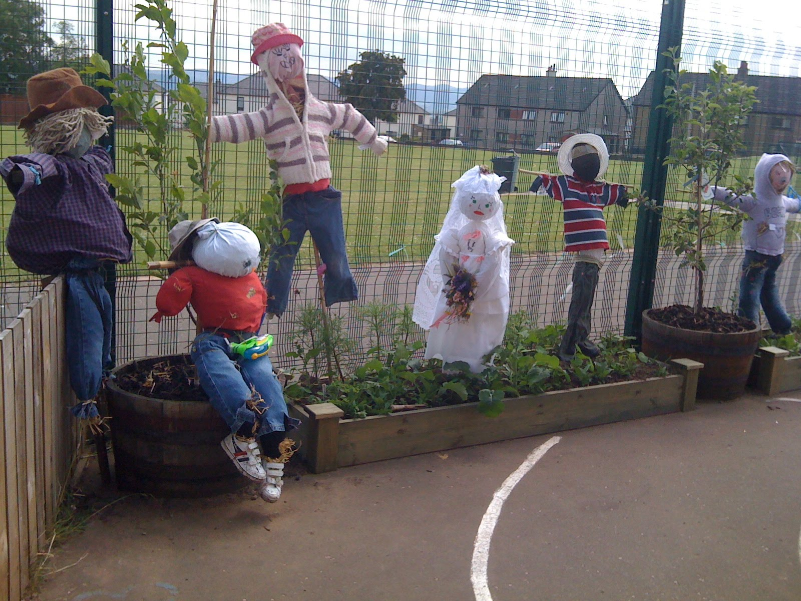 I'm a teacher, get me OUTSIDE here!: Scarecrows