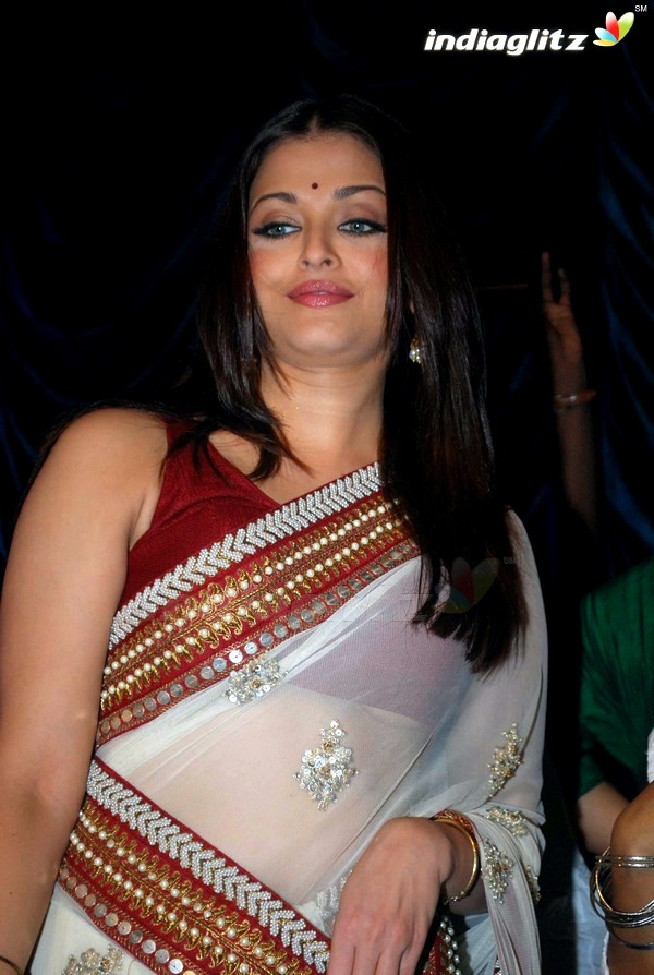Aishwarya Rai Wardrobe Malfunction!