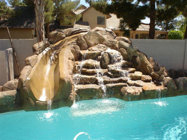 Cascadas con deslisantes slides cascadas artificiales for Piletas con cascadas