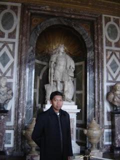 Di Dalam Istana Versailles