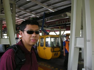 Antrian di Kereta Gantung TMII