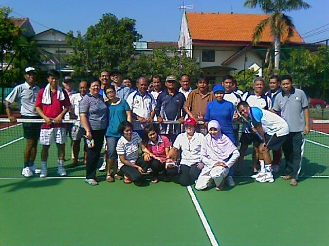 Teman-teman di JHP Tennis Club