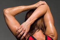 figura estirando el triceps