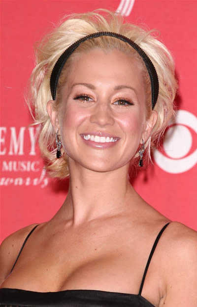Kellie Pickler is a celeb that I actually prefer with short hair.