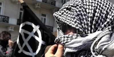 http://4.bp.blogspot.com/_I8mbKdrdk_I/TRTWYT4fkTI/AAAAAAAAd2A/2DJptCd8_q8/s400/un-manifestant-dans-les-rues-d-athenes-le-11.jpg