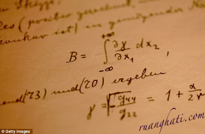 Foto Naskah Asli Teori Relativitas Einstein