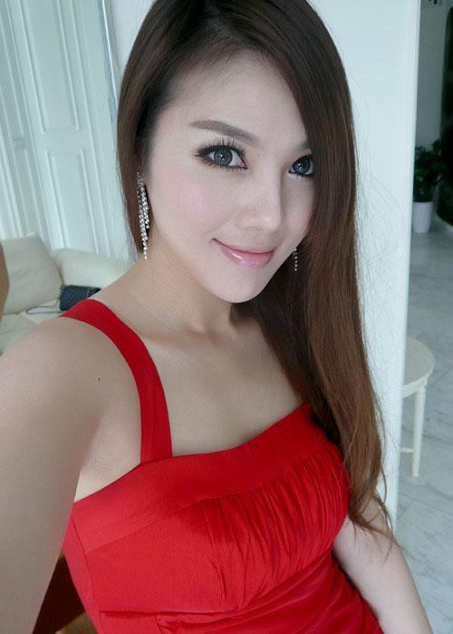 "... ""guru paling seksi"" dari forum netizen pemakai internet di Cina"