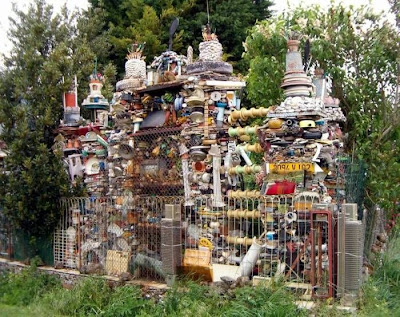 Weird cool things weird houses made from waste trash for Waste out of waste things
