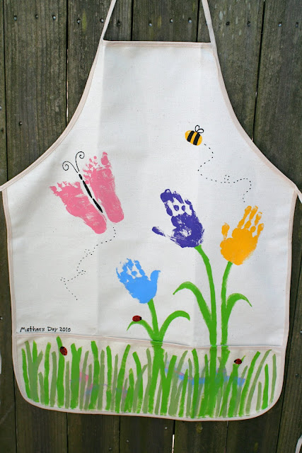 Handprint Apron for Mother&#39;s Day