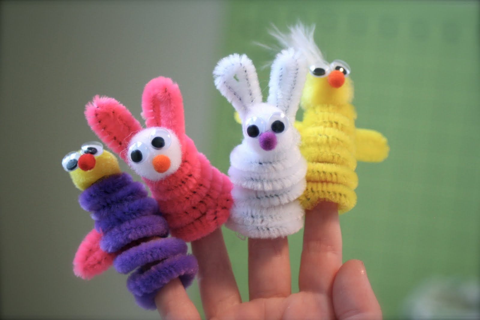 Last minute easter craft ideas by little page turners for Easter crafts pipe cleaners