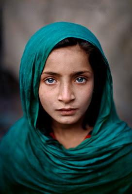http://4.bp.blogspot.com/_IDuArB4mXcU/SavVbv1MzzI/AAAAAAAAB2w/ey_L2FcFBzw/s400/steve_mccurry_pakistan-sm.jpg