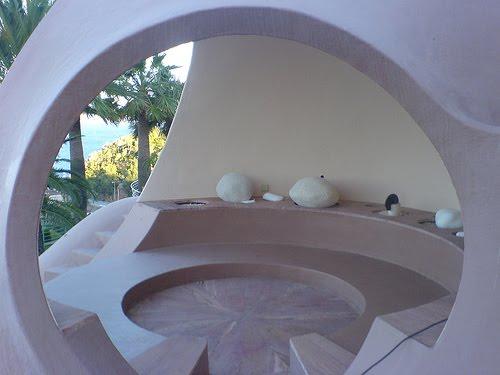 Le palais bulles de antti lovag propri t de pierre cardin th oule sur mer - Palais bulles de pierre cardin ...