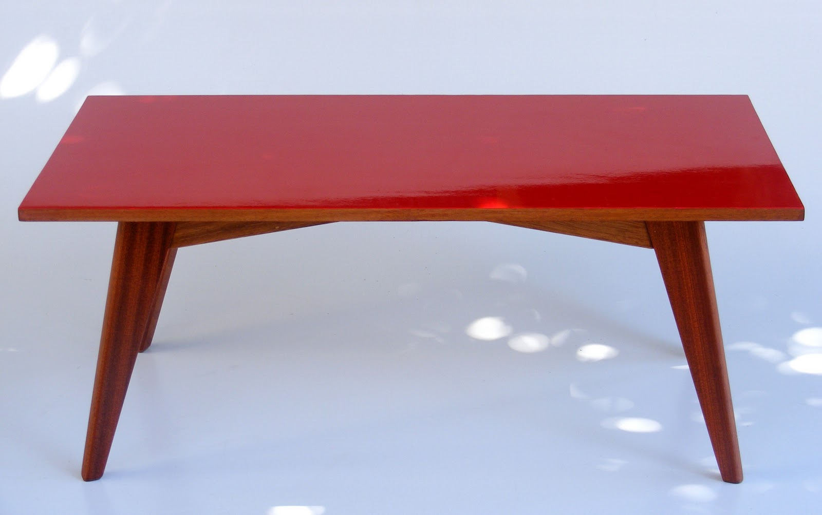 Retro Coffee Table With High Gloss Red Top