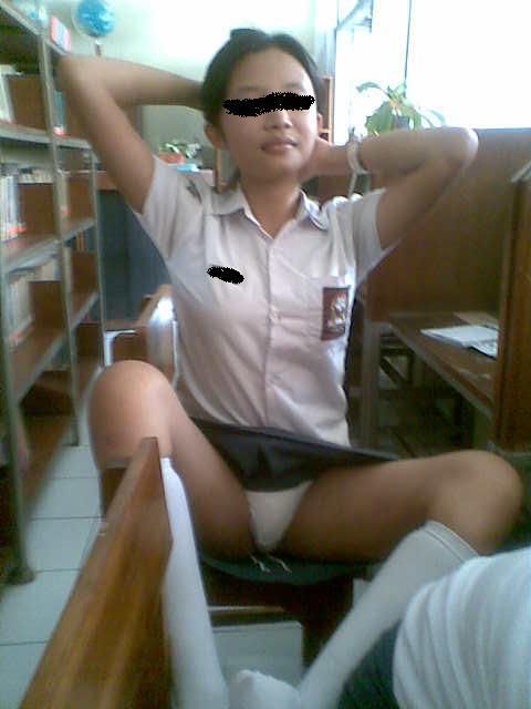 Ngintip Celana Dalam Hot Banget !!!