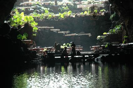 Entornos lanzarote la isla de los volcanes cueva de los verdes - Se puede banar en los jameos del agua ...