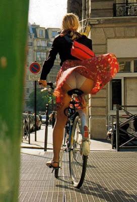 http://4.bp.blogspot.com/_IK6RCryEdYY/STnViluy2hI/AAAAAAAADfI/0DB96kaEXiQ/s400/bicicleta_ar_condicionado_portugal_porreiro.jpg