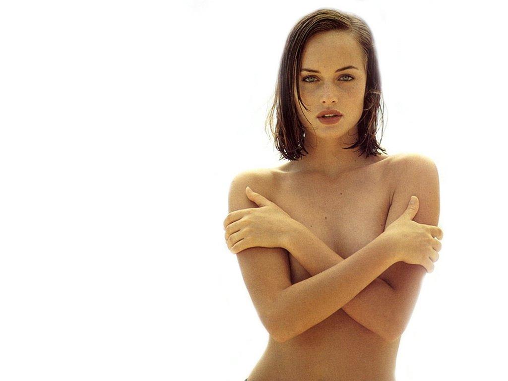 http://4.bp.blogspot.com/_IOG06y2cq4o/TE3FwS37IaI/AAAAAAAALI0/dElC6aNIvG0/s1600/amber_valletta_2.jpg