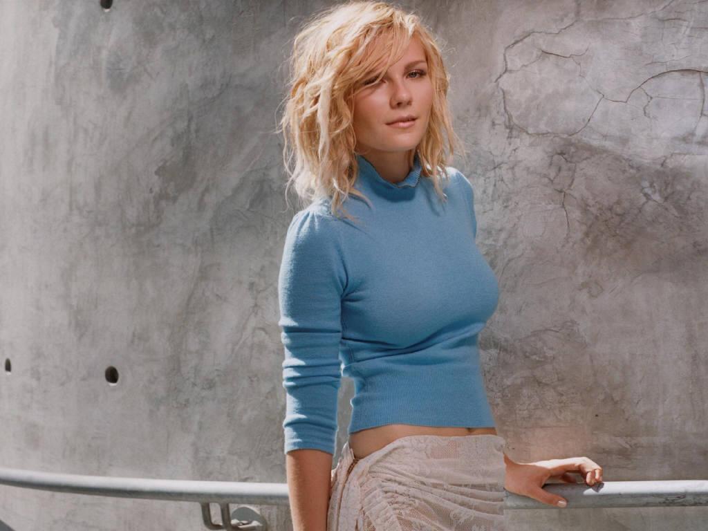 Kirsten Dunst No Top Images & Pictures - Findpik Kirstendunst