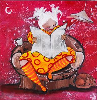 illustration peinture d'une femme grosse assise dans un canapé avec une robe jaunes et des bas collant rayés, elle lit le journal et son chat ronfle à côté. le café est en train de se renverser et la lampe se balance. réalisé par l'illustratrice l