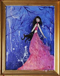 femme aux longs cheveux noirs sur fond bleu princesse perdue dans les bois