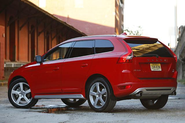 2011 volvo xc60 r design rear side view 2011 Volvo XC60 R Design