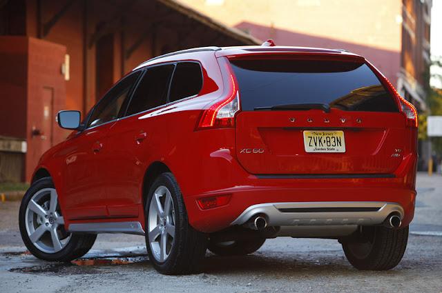2011 volvo xc60 r design rear angle view 2011 Volvo XC60 R Design