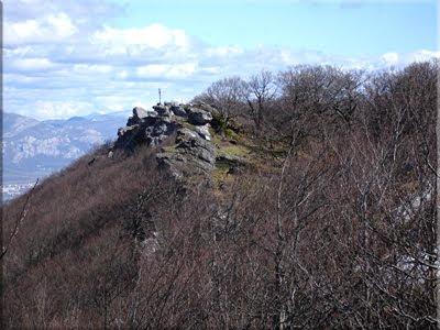 Cruz de Bargagain vista desde el cortado
