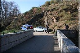 Zona de aparcamiento junto al puente