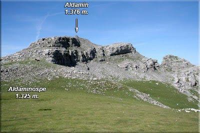 Atrás dejamos la rocosa cima de Aldamin